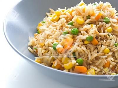 خوراک برنج و سبزیجات سرخ شده