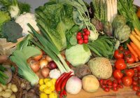 مصرف غذاهای کم کالری ریسک سرطان سینه را کاهش میدهد.