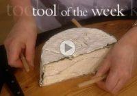 چگونه پنیر را بدون خرد شدن نصف کنیم؟