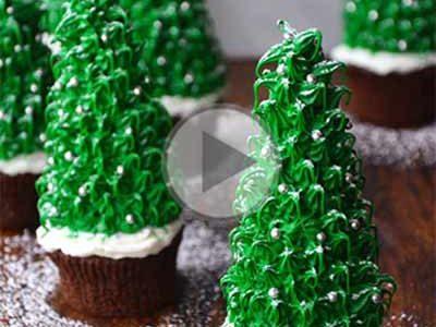 چگونه کاپ کیک را به شکل درخت کریسمس تزیین کنیم؟