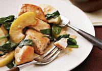 مرغ با سیب و اسفناج