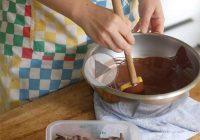 چگونه شکلات را بدون دماسنج تمپر کنیم؟