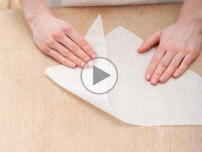 چگونه با کاغذ روغنی قیف شیرینی درست کنیم؟