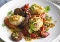 خوراک گوش ماهی با سوسیس و جعفری