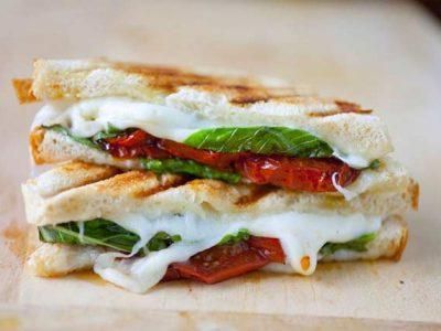 ساندویچ پنیر و ریحان