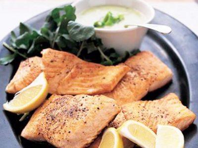 ماهی سالمون با سس تره فرنگی