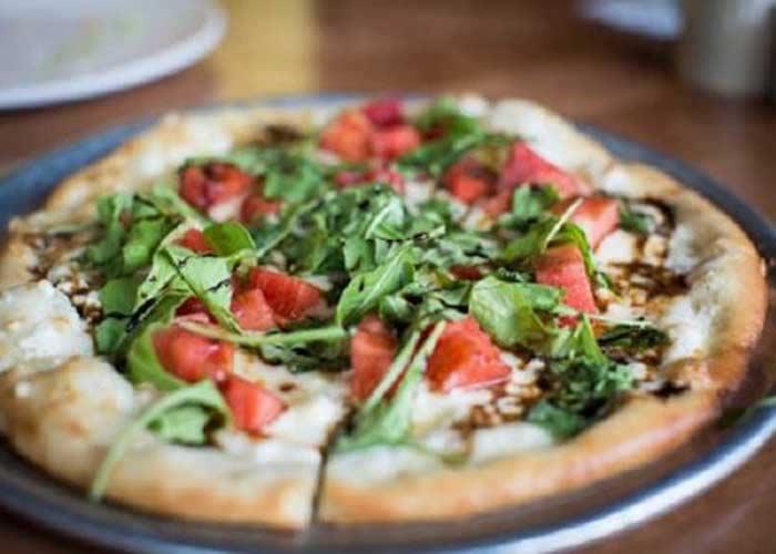 پیتا پیتزای اسفناج و گوجه