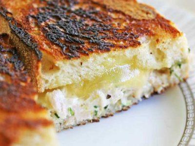 ساندویچ ماهی تن با پنیر و ترخون