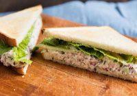 ساندویچ تن با سالاد زیتون