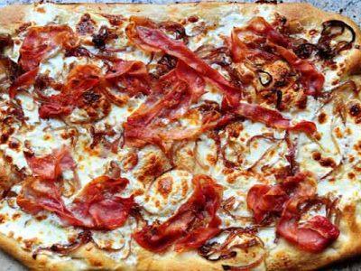 پیتزا ژامبون گوشت و پیاز کاراملی