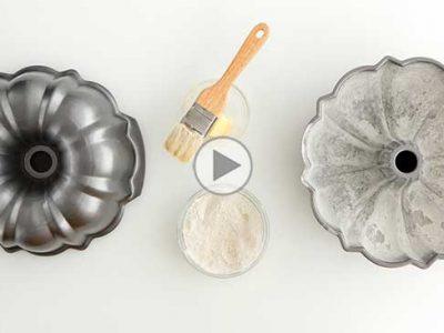 چگونه قالب کیک را چرب و آردپاشی کنیم