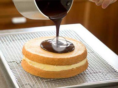 چگونه کیک را با گلیز کاور کنیم؟